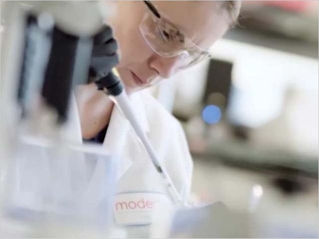 Vacuna de Moderna tiene avance prometedor y genera respuesta de inmunidad en adultos mayores