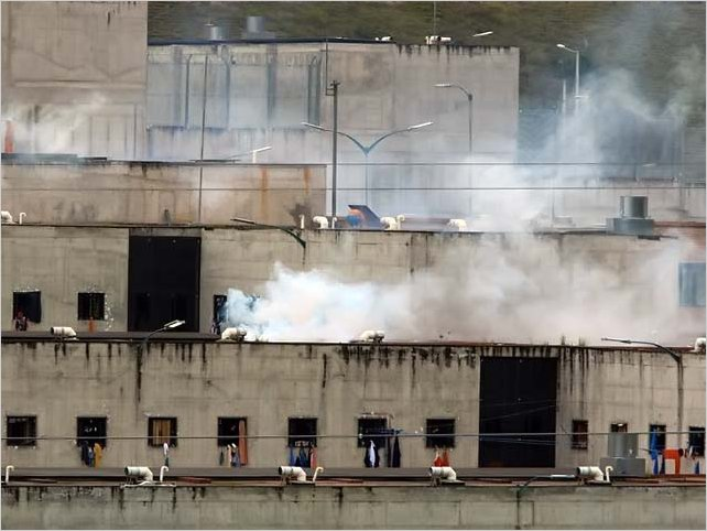 En cárceles del Ecuador se asesinan a 79 reclusos, sus restos fueron descuartizados e incinerados