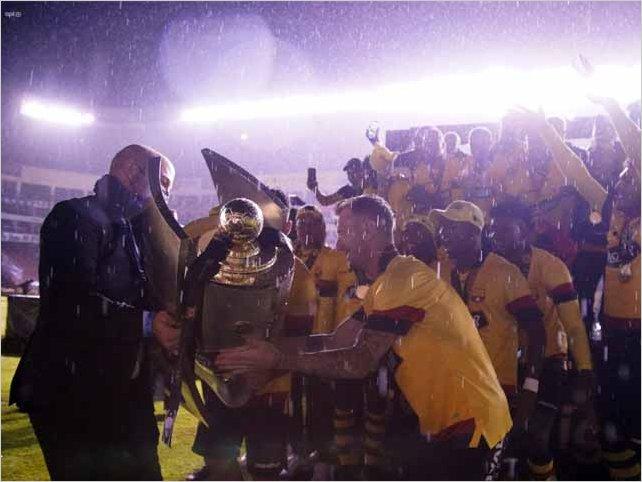 Barcelona Sporting Club es el campeón del 2020 al derrotar a Liga de Quito por 3 a 1 en la Casa Blanca