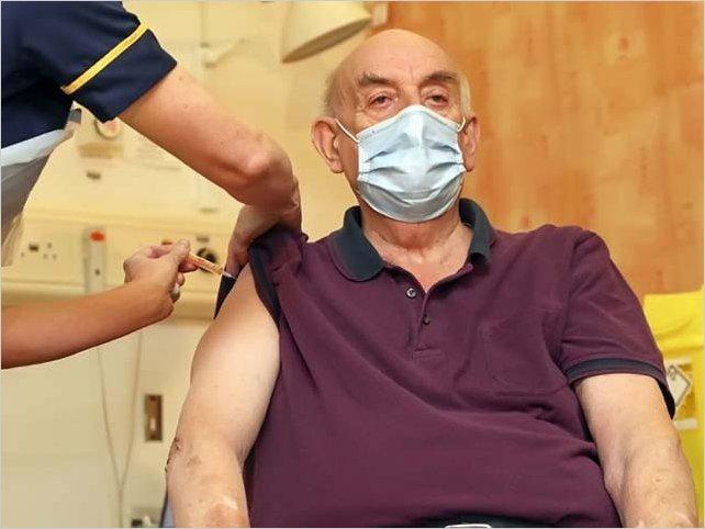 El Reino Unido comenzó a aplicar la vacuna de Oxford-AstraZeneca contra el Covid-19
