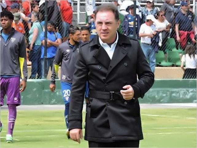 Alex Aguinaga dispara contra la FEF: La selección de Ecuador no existe, la dirigencia vende humo