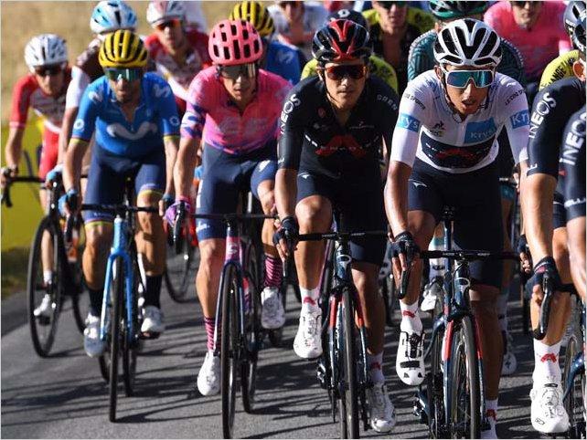 Richard Carapaz se mantiene en la pelea en el puesto 15 en el Tour de Francia