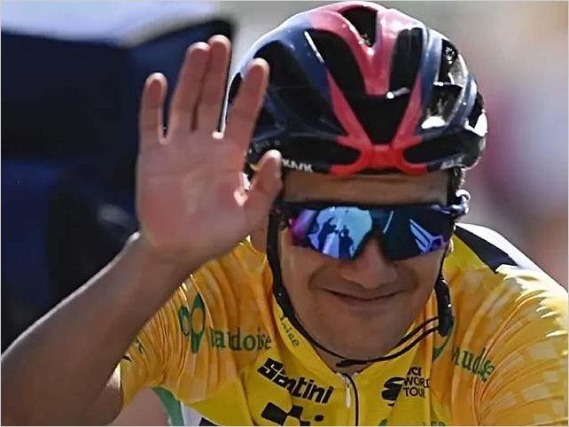 Richard Carapaz debuta mañana con el número 22 en el Tour de Francia