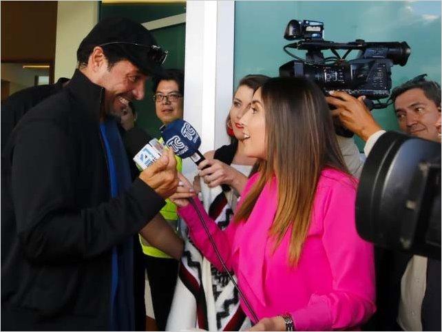 Chayanne llega a Ecuador y felicita a Richard Carapaz