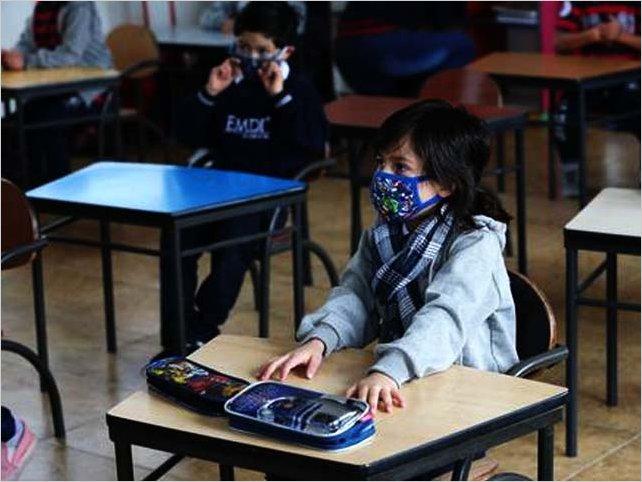 Ecuador: estudiantes retornan progresivamente a las aulas