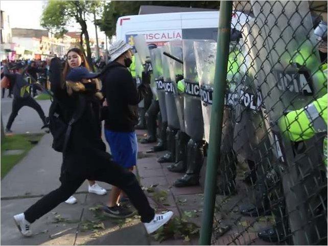 Violencia policial en Colombia: Disturbios y protestas dejan 10 personas muertas