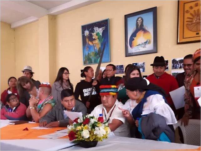 Los indígenas ecuatorianos presentan un plan alternativo al del FMI