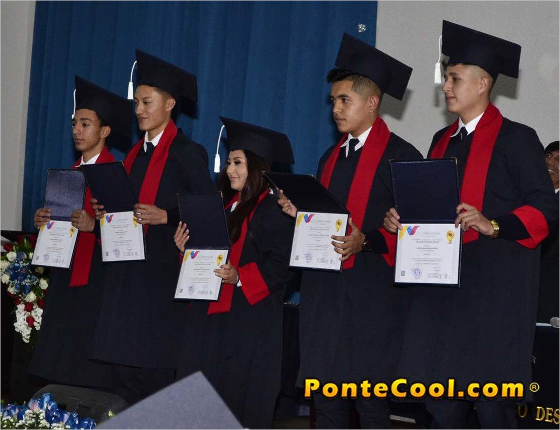 La Unidad Educativa Ricardo Descalzi incorporó a sus nuevos bachilleres