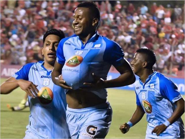 Michael Estrada con un fantástico gol de cabeza da el liderato a Macará