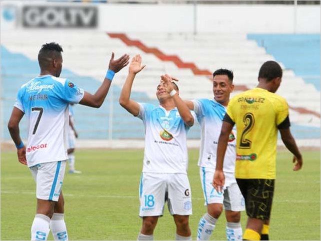 Macará golea a Fuerza Amarilla 3 a 0 y se mantiene como líder