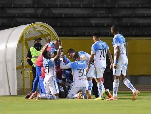 Macará se consolida como el líder al vencer por 3 a 1 a la U. Católica en Quito