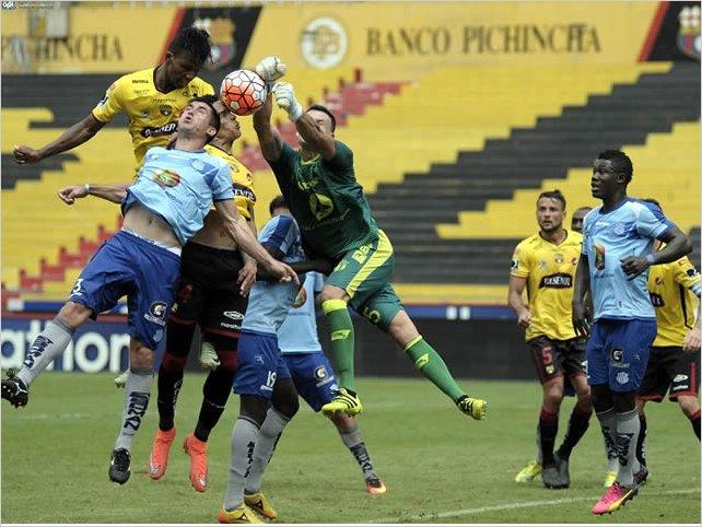 Macará le dio la vuelta al marcador y venció por 2-1 a Barcelona SC en el Bellavista