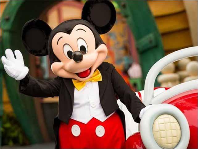 Disney celebra los 90 años de Mickey Mouse con un desfile de moda
