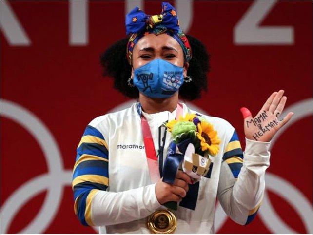 Neisi Dajomes gana oro en halterofilia y se convierte en la primera mujer medallista olímpica de Ecuador
