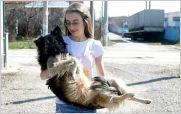 La ni�a que utiliza Facebook para salvar perros