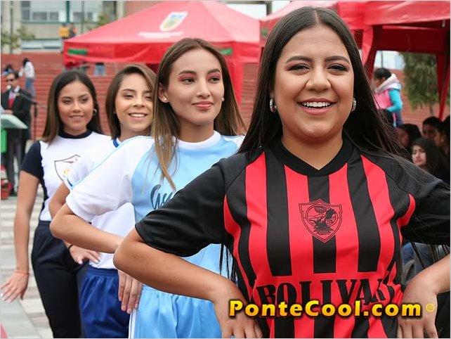 Se realizó la pasarela estudiantil con los uniformes de Colegios de Ambato 2019