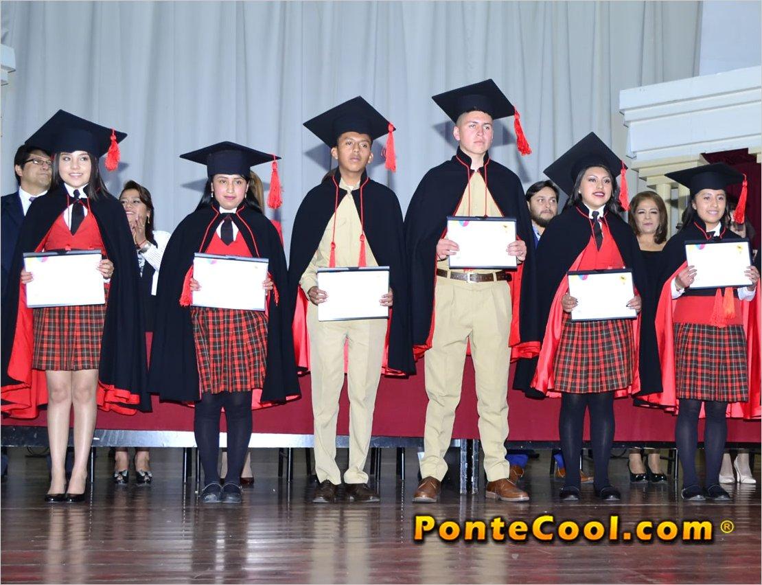 La Unidad Educativa Bolívar graduó a 78 neo bachilleres