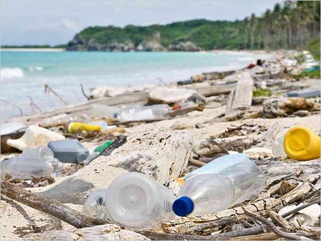 Con magnetos hechos de carbono se podría limpiar los océanos de microplásticos