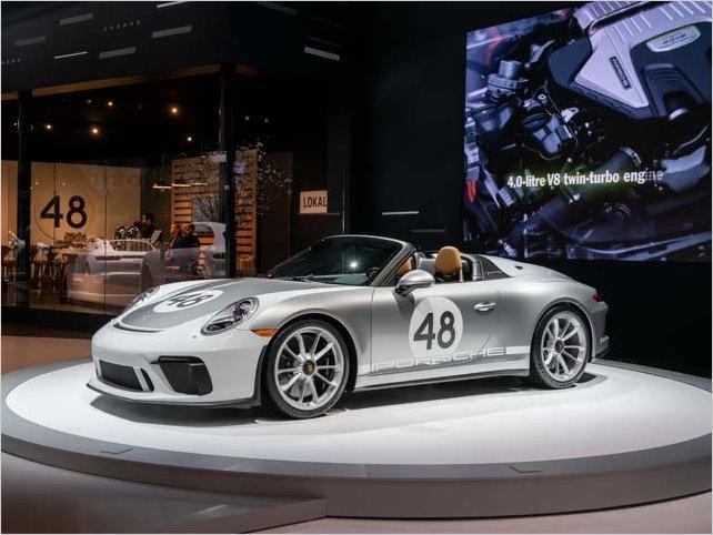 Autos de lujo para jóvenes millonarios se exhiben en Nueva York