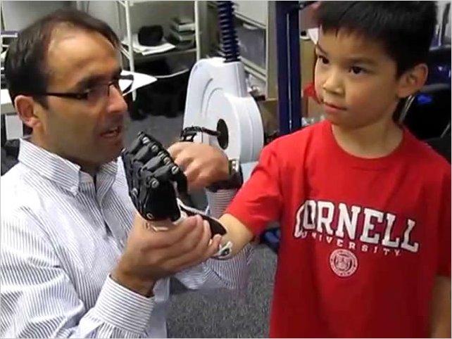 Una prótesis de mano de 38 USD hecha con una impresora 3D sustituye a otra que cuesta más de 31.000 USD