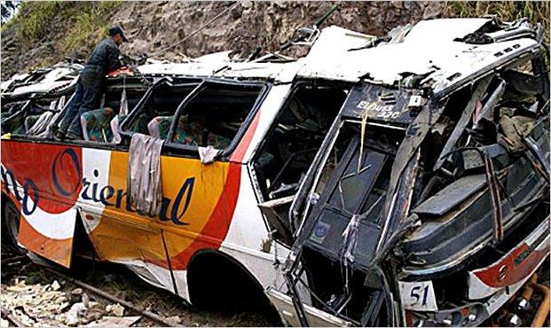 Un accidente de autobús enluta la Navidad en Ecuador