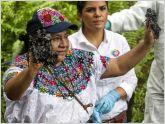 Rigoberta Mench� visit� la zona contaminada en la amazon�a de Ecuador