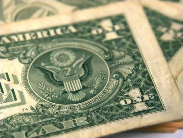 Ecuador aumenta en seis dólares salario básico para 2020