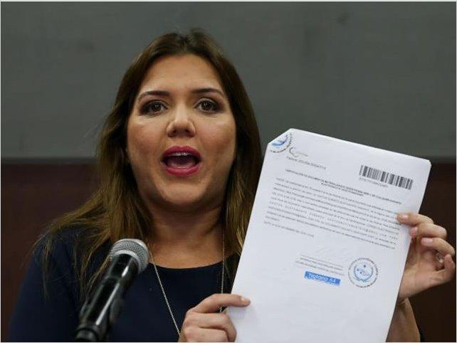 El presidente de Ecuador deja sin funciones a su vicepresidenta