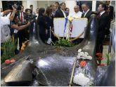 Rafael Correa visita la tumba del monse�or Romero en El Salvador